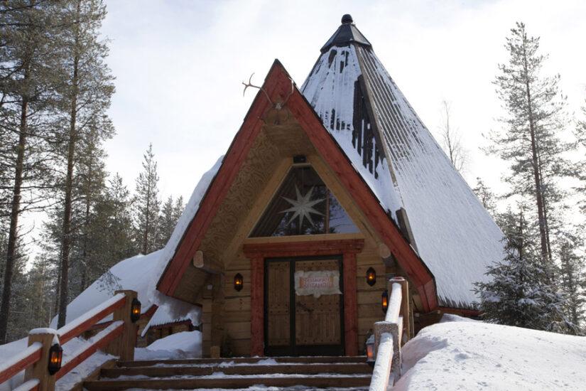 Le Restaurant Lapon Kotahovi vu de l extérieur pendant l hiver ... 9566a52ae62